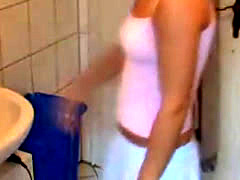 An Hot Amateur Babe Screwing In The Bathroom