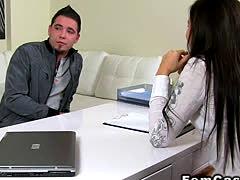Amateur dude eats cunt to female agent