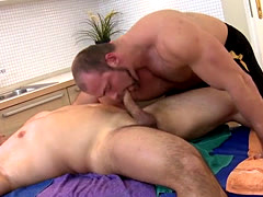 Muscled amateur bear suck