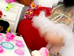 Lesbo fetish babe squirts