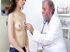 Young brunette comes to gyneco...