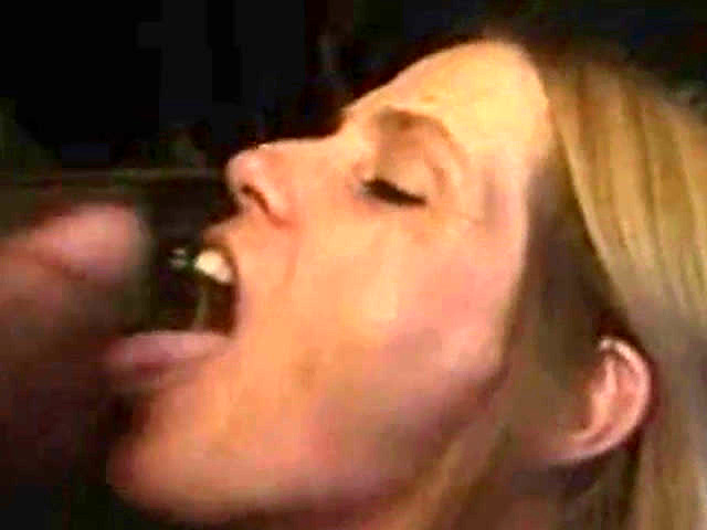 MIlf cock blowing until gets a facial