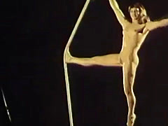 nude circus 01 blonde artist