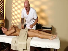 Secret voyeur movie of nasty masseur deepfucking customers