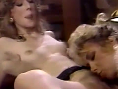 Two broads fuck each other