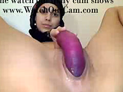 Arab Girl Creams on Cam