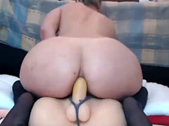 Hot MILF Fucks Pussy on Webcam