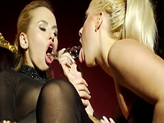 Latex lesdom fingered and pussylicked by sub