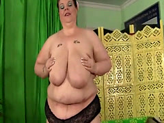 Solo SSBBW toys her pussy with hitachi