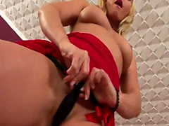 Sara is a slutty MILF who feels horny when lonely