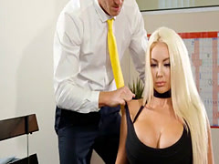 Job interview with a stacked babe has a concentration test