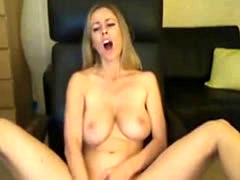 Busty bimbo gives an orgasmic masturbation show online
