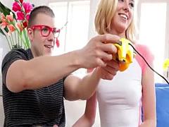 Free34 Gamer girl Haley Reed gives sloppy BJ