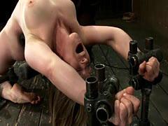 Kinky Lindsey loves to get torturet