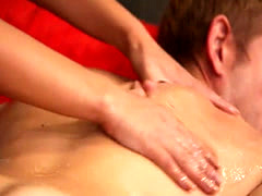 Sweet masseuse Jaye Summers gets drilled by her client