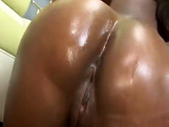 Ebony babe loves to get penetrated