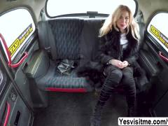 Sexy MILF Dayana trades sex for a ride