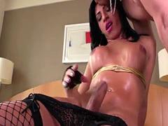 Tgirl Geovanna Oliveira slams stud Alex Victor tight ass