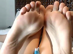 Adorable Amateur Feet Showing Hooker