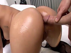 Pretty girl gets her ass fucked