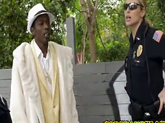 Officers catch a pimp trying to promote his hookers for cash