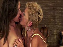Older granny gets queened by younger cutie