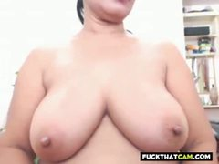 Pinay Camgirl Granny Shows Big Tits and Ass